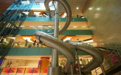 Slide with your kids at Changi Airport, Singapore - Flamingo Travels